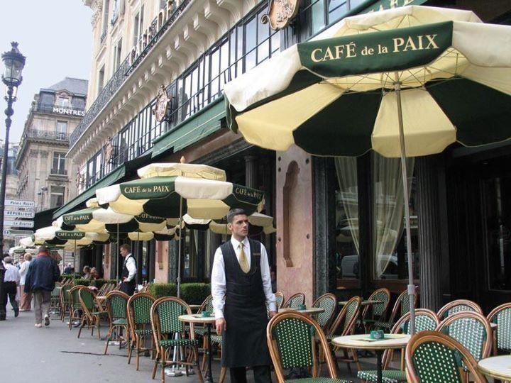 Café de la Paix, flailing